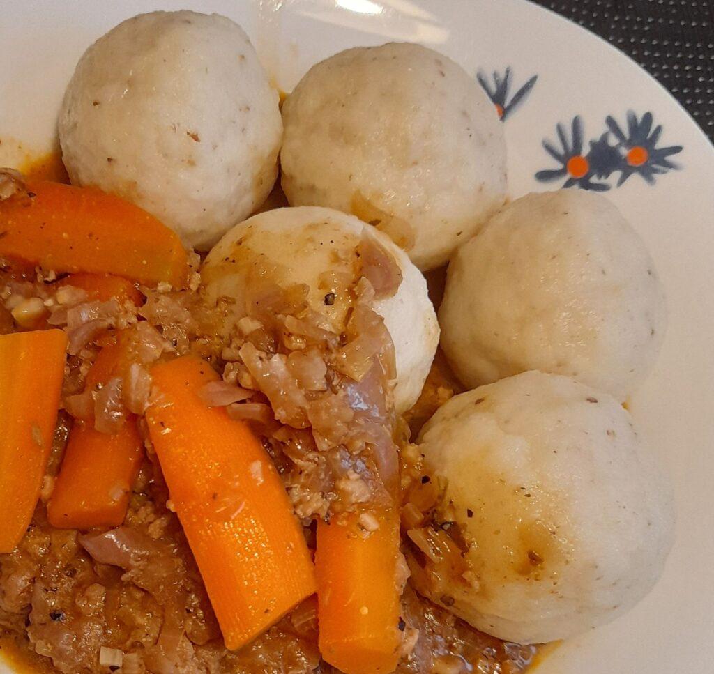 vegan goulash with seolina dumplings
